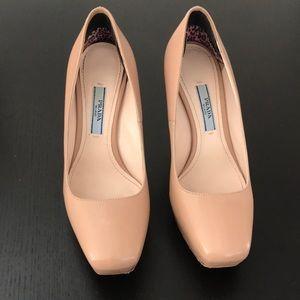 Authentic Prada shoes! Size 35B/5B
